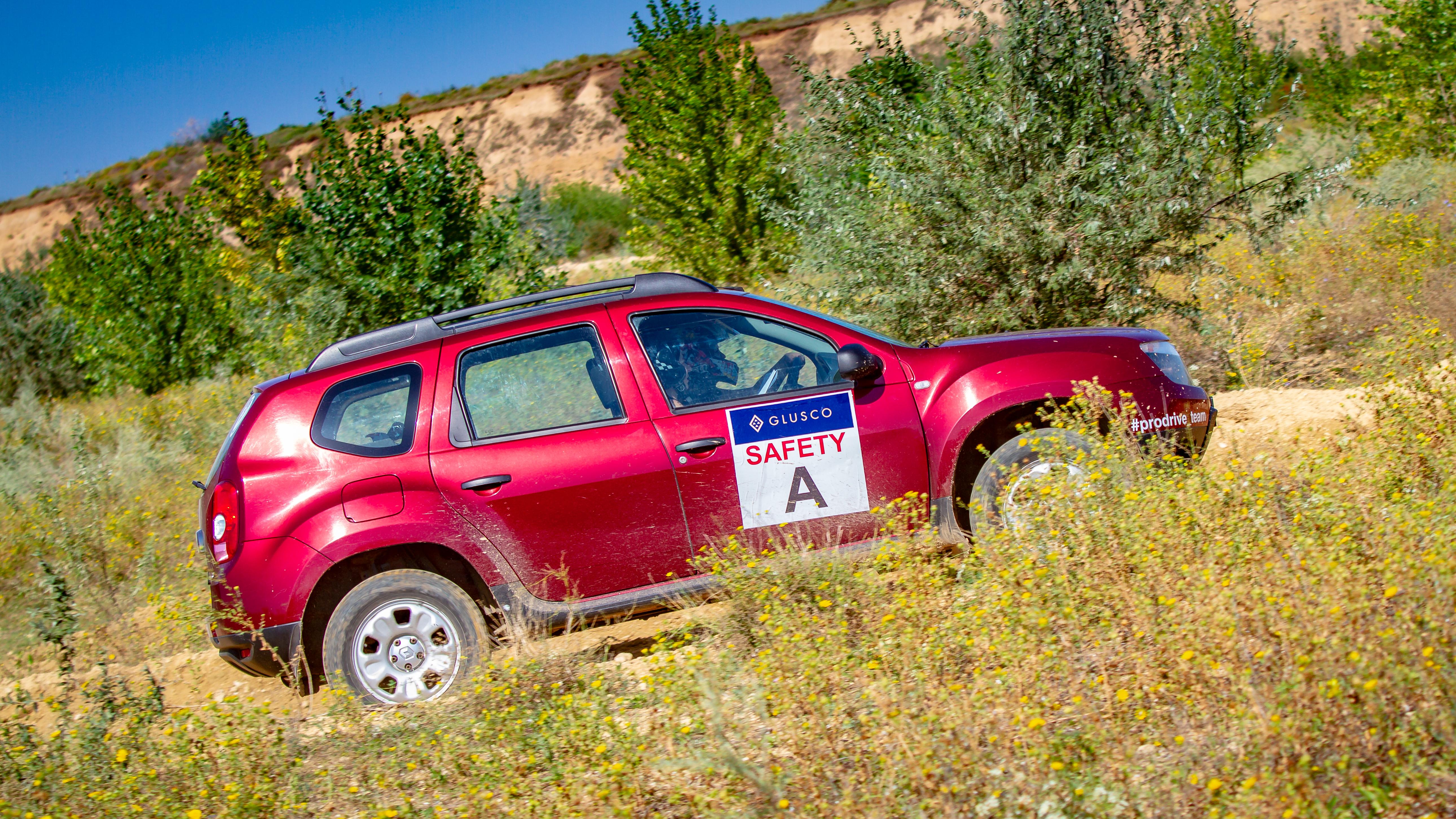 Водитель: Сероклин Карина<br/>Штурман: Данилова Ольга<br/>Машина: Renault Duster (2014г., 1461см³)<br/>Класс: N4